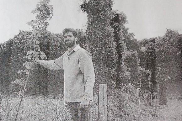 Emmanuel Lelièvre montre ses plantations de haies